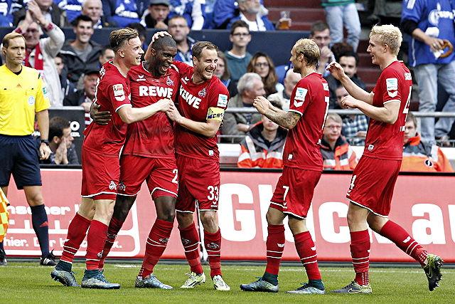 Hatten auf Schalke allen Grund zur Freude: Die Spieler des 1. FC Köln Foto: imago/mika