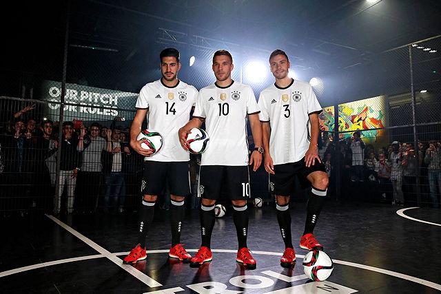 Stellten das neue Trikot der Nationalmannschaft vor: Emre Can, Lukas Podolski und Jonas Hector (v.l.n.r.) Foto: imago/nph