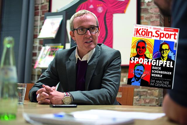 """Stand beim """"Kölner Sportgipfel"""" Rede und Antwort: FC-Geschäftsführer Alexander Wehrle Foto: Daniel Elke (Montage: Köln.Sport)"""