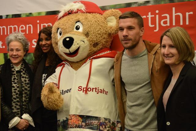 Zu Gast beim Start des Kölner Sportjahres: Lukas Podolski (2.v.r.) Foto: Köln.Sport/Felix Wieser