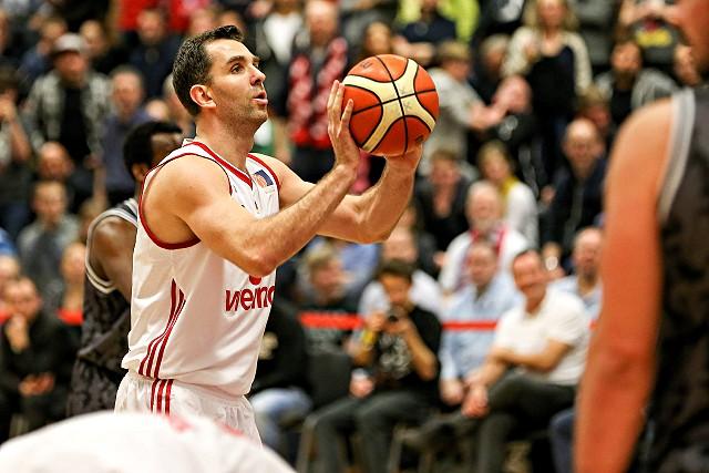 Mit neun Punkten der Matchwinner aufseiten der RheinStars: Routinier Bernd Kruel Foto: imago/Beautiful Sports