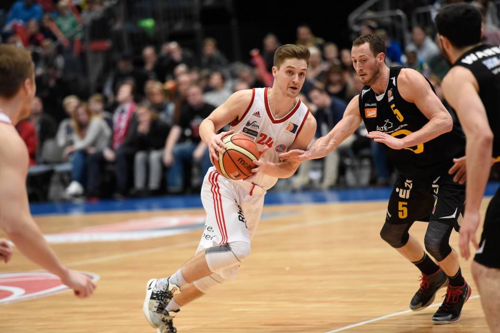 Guard David Downs erzielt 22 Punkte, kann die Niederlage der RheinStars in Trier aber nicht verhindern