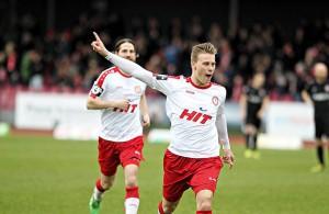 Julius Biada (Fortuna Köln) jubelt über seinen Treffer