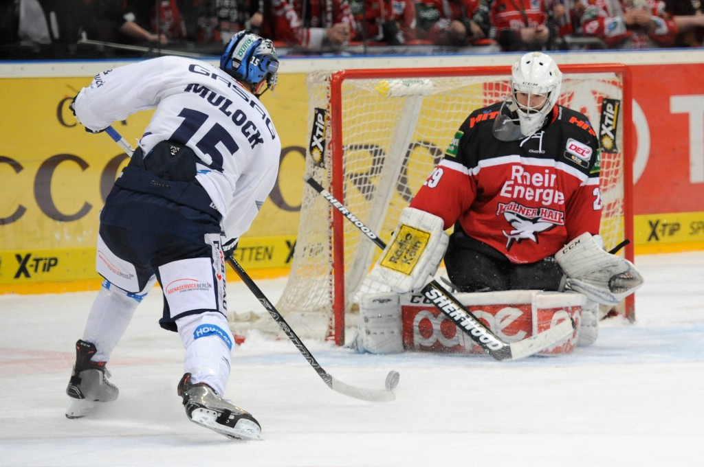 Gustaf Wesslau zeigt gegen die Eisbären Berlin erneut eine gute Partie.