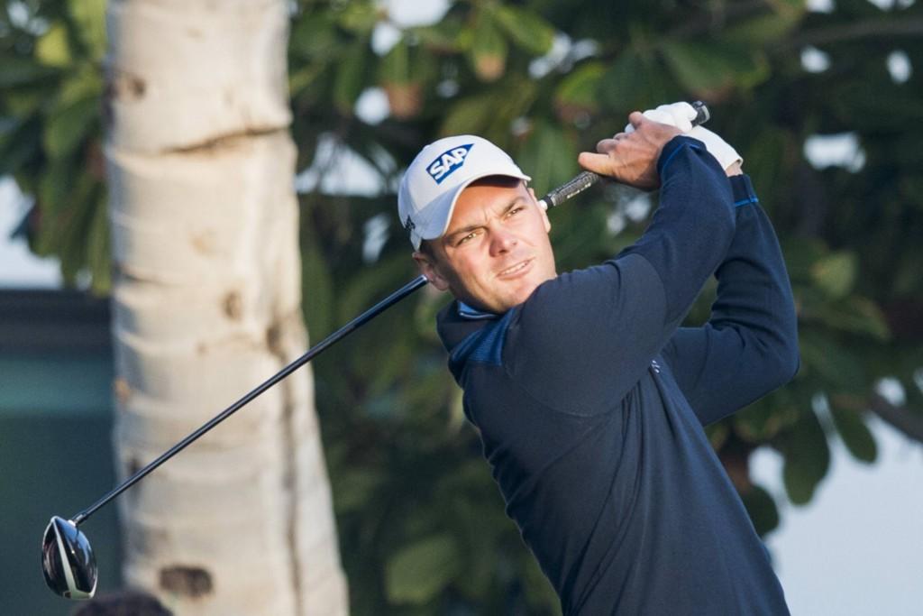 Martin Kaymer steht vor einem Baum