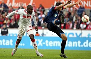 Anthony Modeste (1. FC Köln) köpft, Tobias Strobl (TSG Hoffenheim) macht etwas anderes
