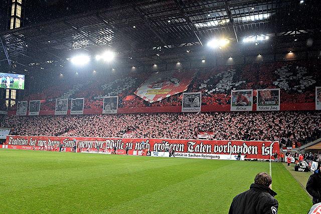 Choreographie der Fans des 1. FC Köln beim Heimspiel gegen Eintracht Frankfurt