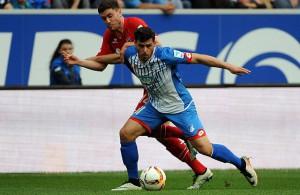 Kevin Volland (TSG Hoffenheim) und Jonas Hector (1. FC Köln) im Zweikampf