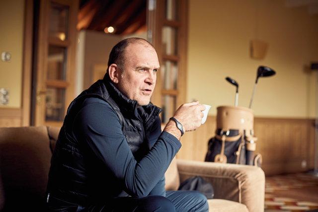 Jörg Schmadtke Alter: 51 Handicap: 34 Golfspieler seit: Anfang der 90er Jahre Runden pro Jahr: 25 Lieblingsgolfer: Martin Kaymer Am liebsten auf der Runde mit: seinem Bruder