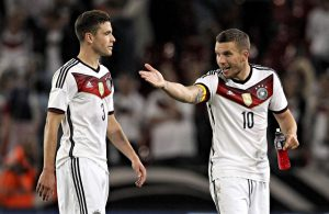 Jonas Hector (1. FC Köln) und Lukas Podolski (Galatasaray Istanbul)