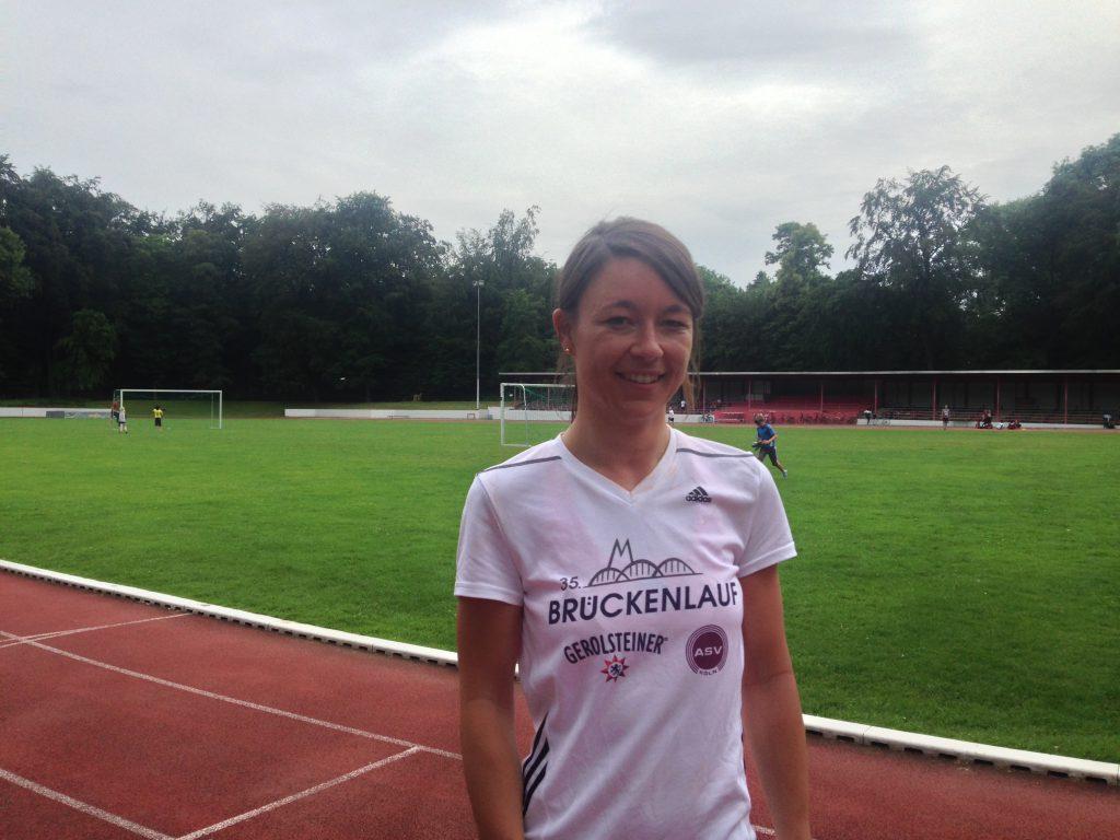 Anna nimmt am Bootcamp des ASV Köln teil