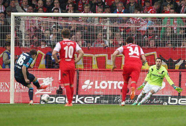 Patrick Helmes trifft per Elfmeter gegen Union Berlin