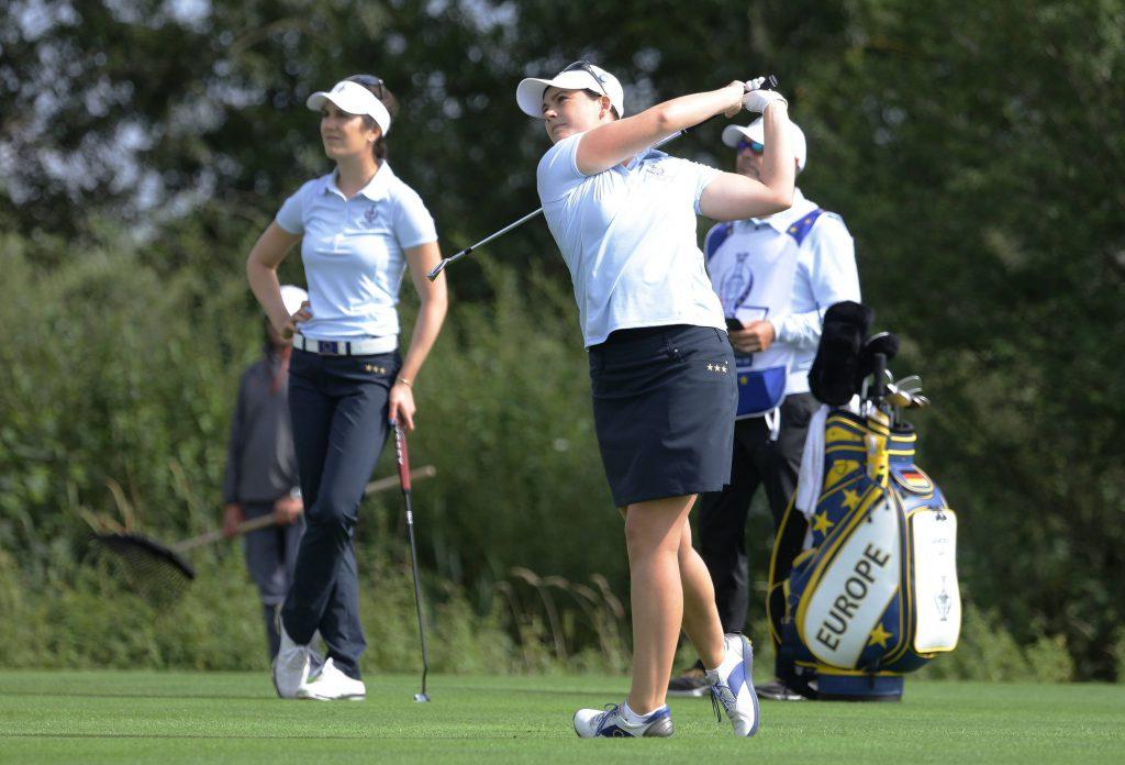 Sandra Gal und Caroline Masson spielen Golf