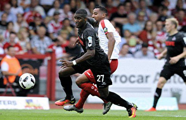 Zweikampf zwischen Anthony Modeste (1. FC Köln) und Boné Uaferro (Fortuna Köln)