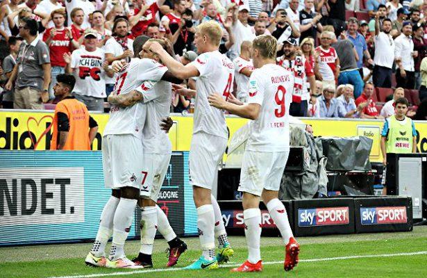 Die Spieler des 1. FC Köln jubeln über ein Tor