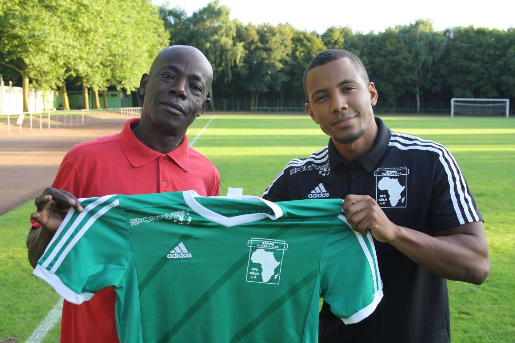 Geballte Familienpower für den Afrika FC: Vater Jakob Mferi und Sohn Cédric (v.l.) Foto: Köln.Sport/Kühlborn