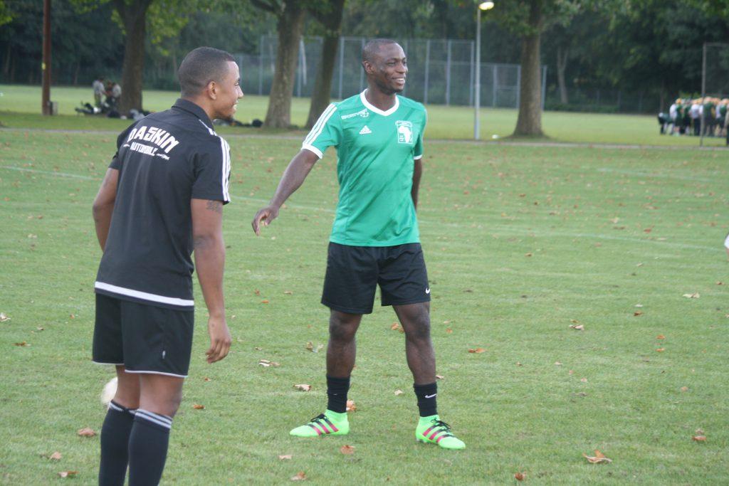 Bei der gemeinsamen Trainingseinheit haben Anthony Ujah (hinten) und Cédric Mferi viel Spaß Foto: Köln.Sport/Kühlborn