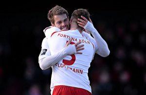 Florian Hörnig und Daniel Flottmann bejubeln ein Tor von Fortuna Köln