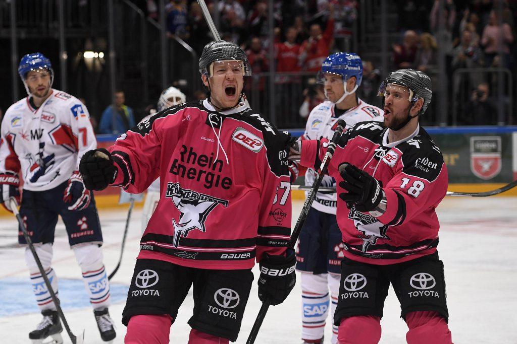 Ein Traum in pink: Philipp Gogulla bejubelt seinen Treffer zum 4:0 im glanzvollen Heimspiel gegen die Adler Mannheim Foto: imago/osnapix