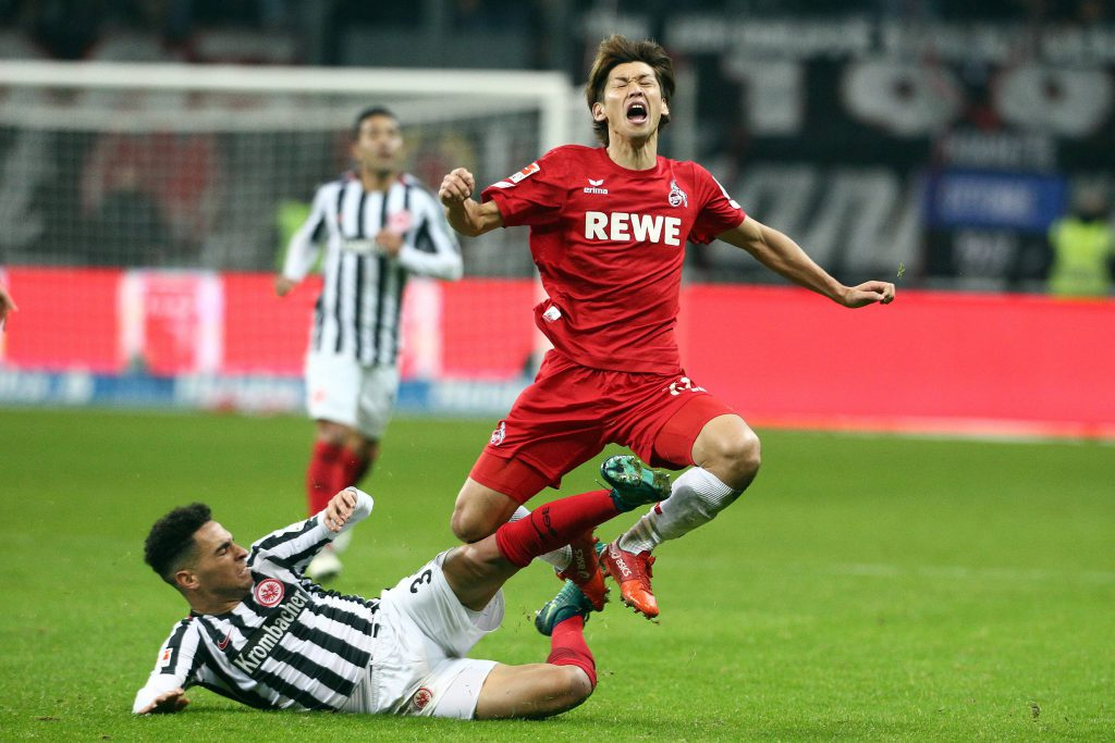 Yuya Osako, hier gegen Omar Mascarell, und seine Teamkollegen vom 1. FC Köln beissen sich bei Eintracht Frankfurt die Zähne aus und kassieren die zweite Saisonniederlage Foto: imago/Eibner