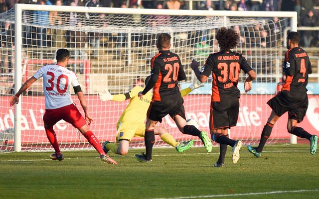 Hamdi Dahmani von Drittligist Fortuna Köln trifft im Spiel gegen den VfL Osnabrück zum 1:1.