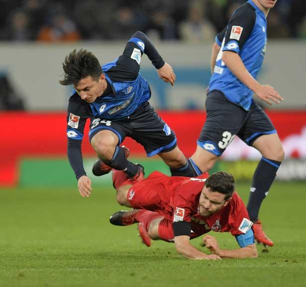 Nicht nur Jonas Hector lag gegen die TSG Hoffenheim am Boden. Nach der 0:4-Niederlage herrschte Ernüchterung bei den Kölnern. (Foto: imago)