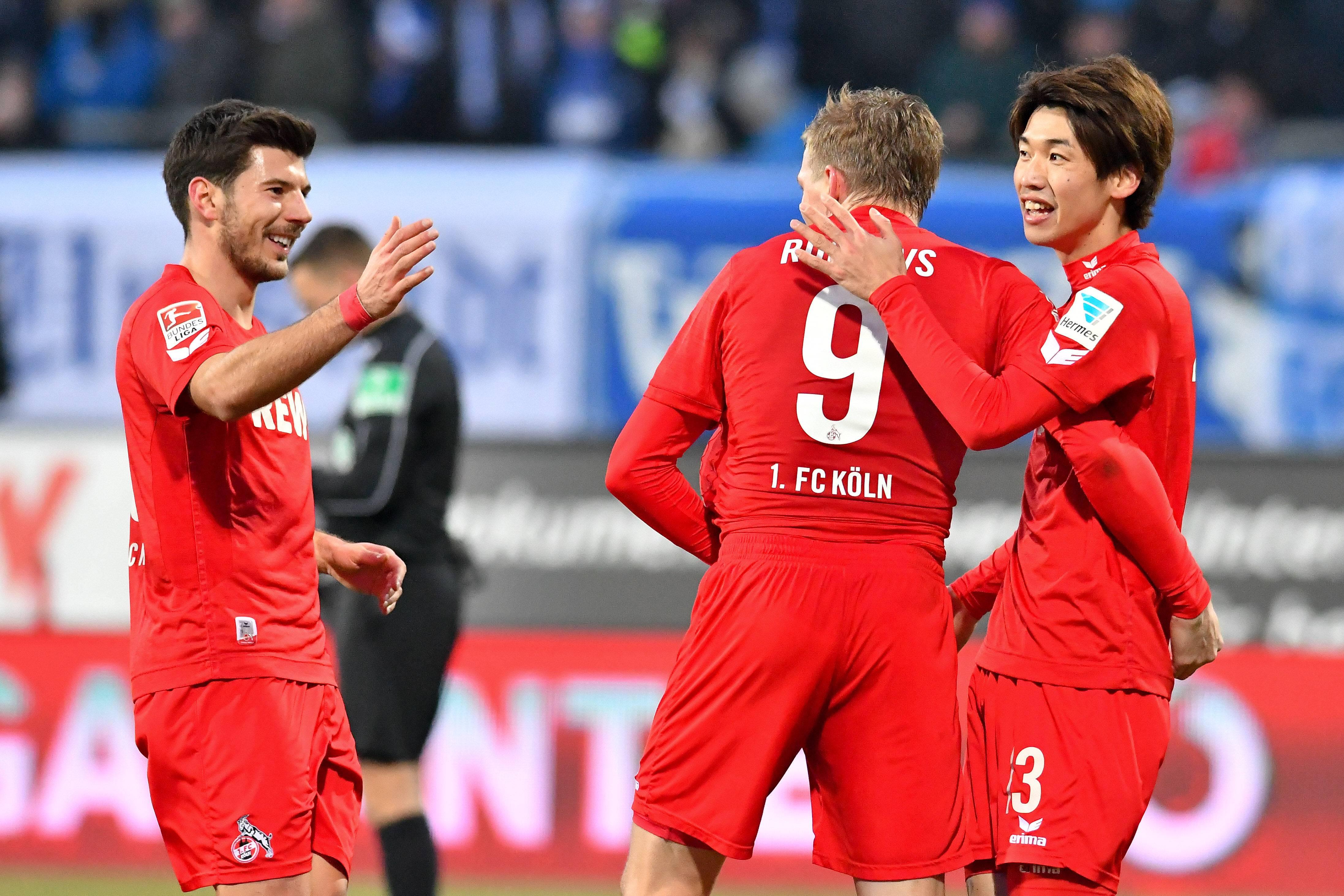 Jojic, Rudnevs und Osako bejubeln das zwischenzeitliche 5:1 der Kölner in Darmstadt.