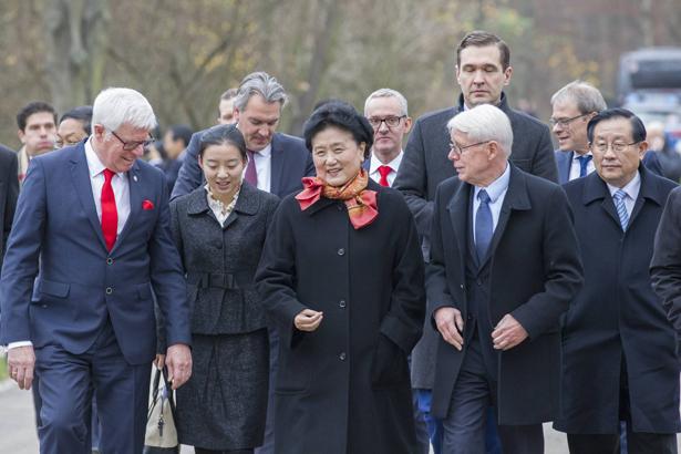 Chinesische Delegation am Geißbockheim
