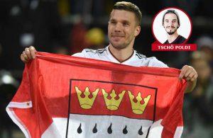 Mit einer Köln-Flagge bestückt drehte Poldi nach dem Spiel eine Ehrenrunde