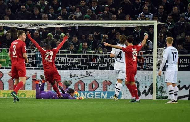 Köln bejubelt den 2:1-Siegtreffer durch Marcel Risse im Hinspiel gegen Gladbach