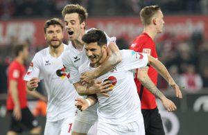 Die Kölner bejubeln das 1:0 durch Milos Jojic
