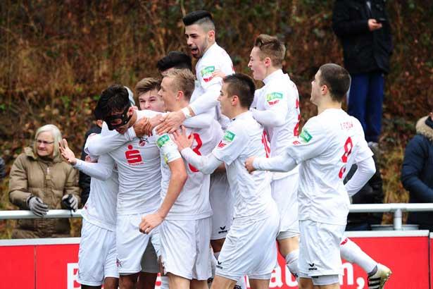 Jubeltraube der U19 1. FC Köln