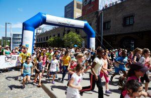 Beim Olympic Day Run gehen die Teilnehmer mit bester Laune an den Start.
