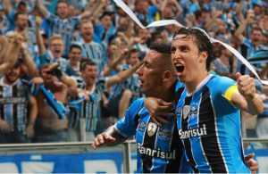 Pedro Geromel und Lucas Barrios