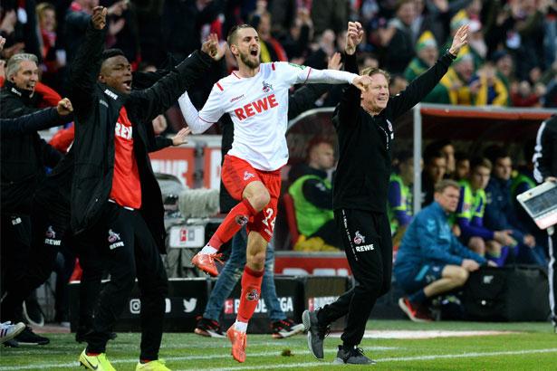 Freude pur: Jhon Cordoba (v.l.), Dominick Drexler und Trainer Markus Gisdol bejubeln den vierten Treffer. (Foto: imago images / Uwe Kraft)