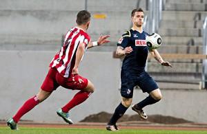 Simon Zoller (1. FC Köln) mit einem Fußball