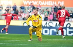 Timo Horn (Torwart 1. FC Köln) muss einen Gegentreffer von Bayer Leverkusen hinnehmen