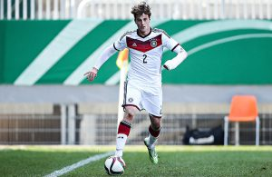 Lukas Klünter (1.FC Köln) im Trikot der U19-Nationalmannschaft