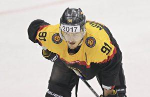Haie-Kapitän Moritz Müller im Trikot der deutschen Eishockey-Nationalmannschaft