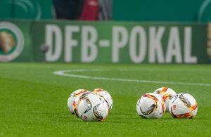 DFB-Pokal-Logo und Bälle