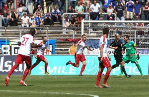 Daniel Flottmann schießt ein Tor für Fortuna Köln