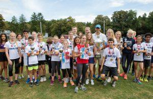 die schnellste Schule Kölns – das Humboldt-Gymnasium – mit dem großen Wanderpokal des Lidl-Sprintcups.