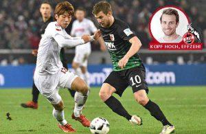 Duell zwischen Yuya Osako vom 1. FC Köln und Daniel Baier (FC Augsburg).