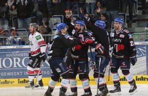 Adler-Jubel nach dem 4:2-Erfolg gegen die Kölner Haie