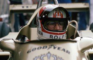 Rolf Stommelen in seinem Formel-1-Wagen
