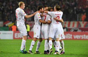 Die Kölner Sörensen, Hector, Rudnevs und Lehmann bejubeln das Freistoßtor von Marcel Risse gegen Hoffenheim.
