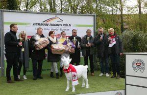 Siegerehrung beim sechsten FC-Renntag in Weidenpesch.