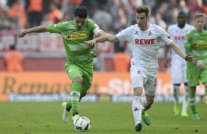 FC-Youngster Lukas Klünter im Duell mit dem Gladbacher Lars Stindl. Foto: imago
