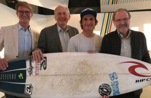 Olympiamuseum erhält Titel-Surfbrett