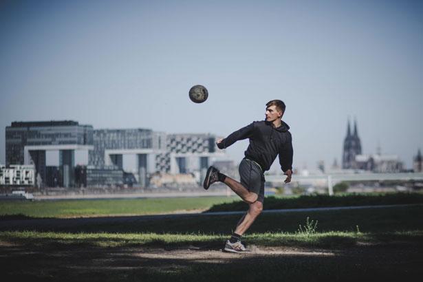 Köln bietet viele schöne Orte, um Sport in der Natur zu genießen (Foto: imago images / Mika Volkmann).